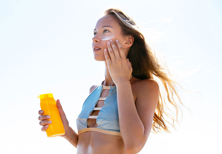 Tips to Get Naturally Glowing Skin Sunscreen Application
