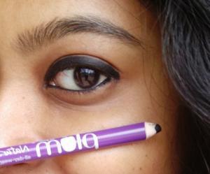 plum natur studio black kajal eyeliner swatch