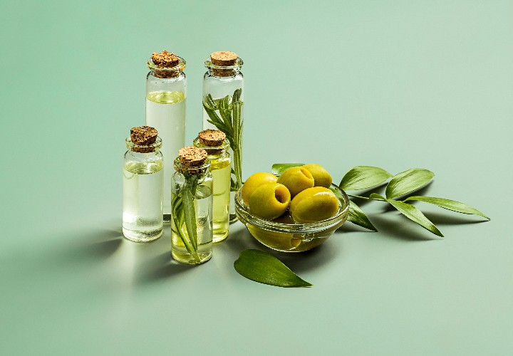natural ways to straighten hair at home with olive oil