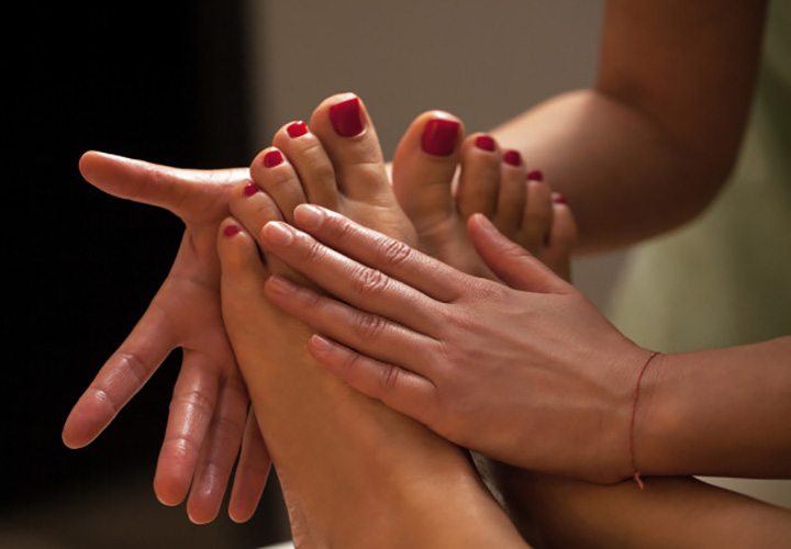 How to Do Foot Massage in a Pedicure Session at Home