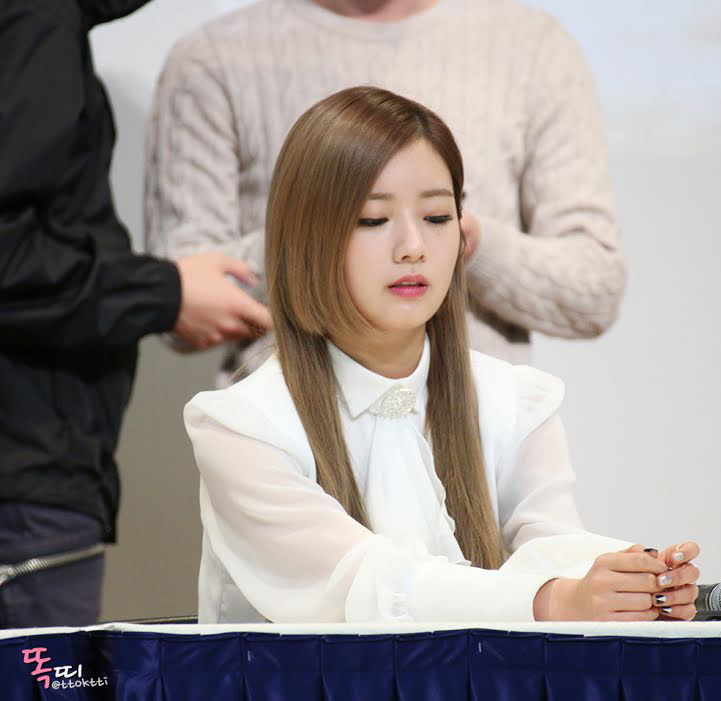 Hime Cut with Side Parting Hairstyle Portrayed by K-Pop