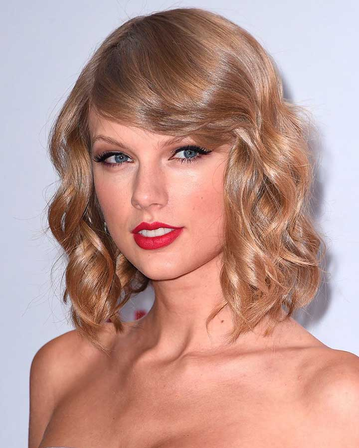 Taylor Swift Portraying a Thick Bang and Thin Sidelocks Type Hime Cut