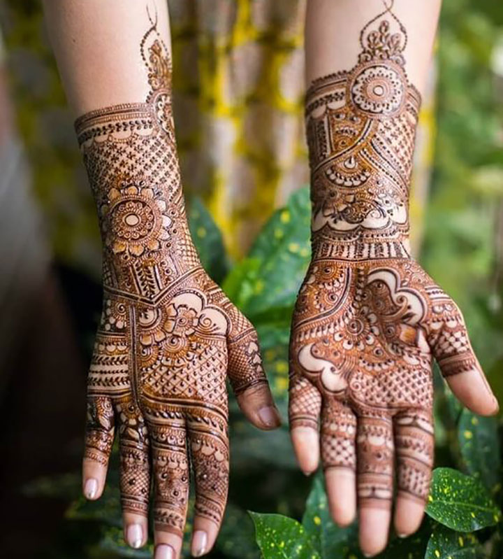 A Charming and Simple Mehendi Design for Your Engagement Day