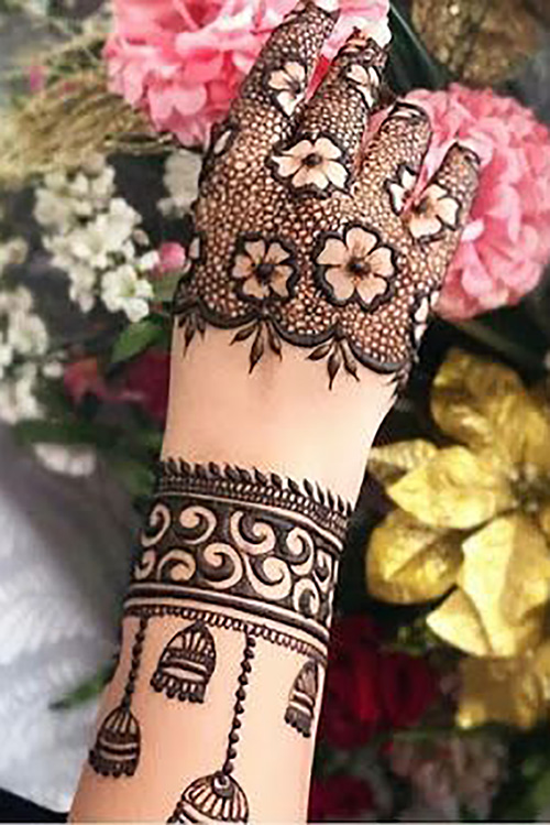 A Mehendi Design that is Full of Contemporary and Traditional Styles