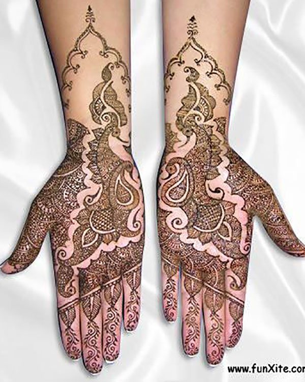 A Spacious and Simple Mehendi Design Perfect for All Festivals
