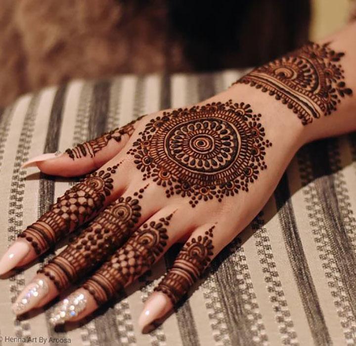 Elegant Yet Simple Mehendi Design for the Classy Bride