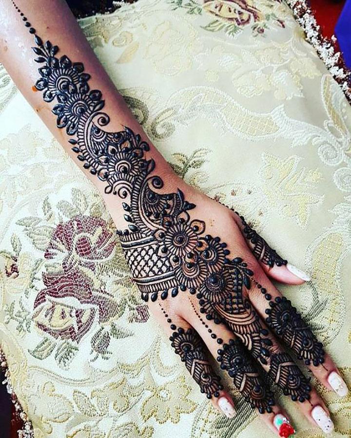 Eye Catching Mehendi Design for Festives