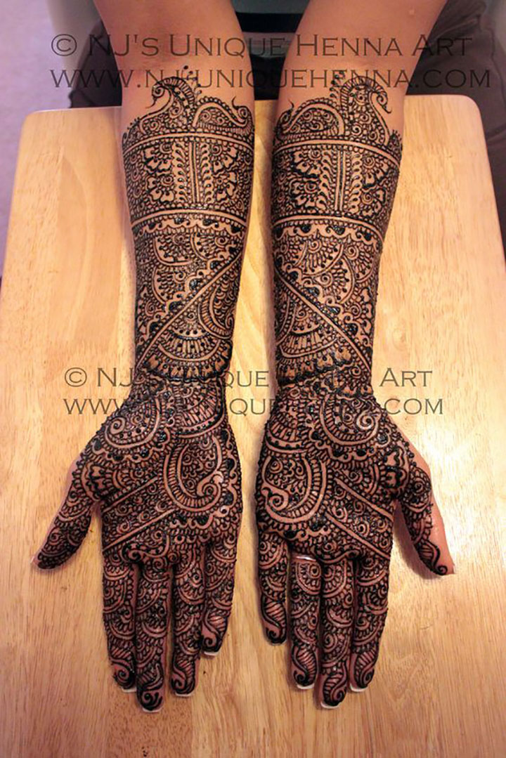 Go Traditional with this Beautiful Mehendi Design