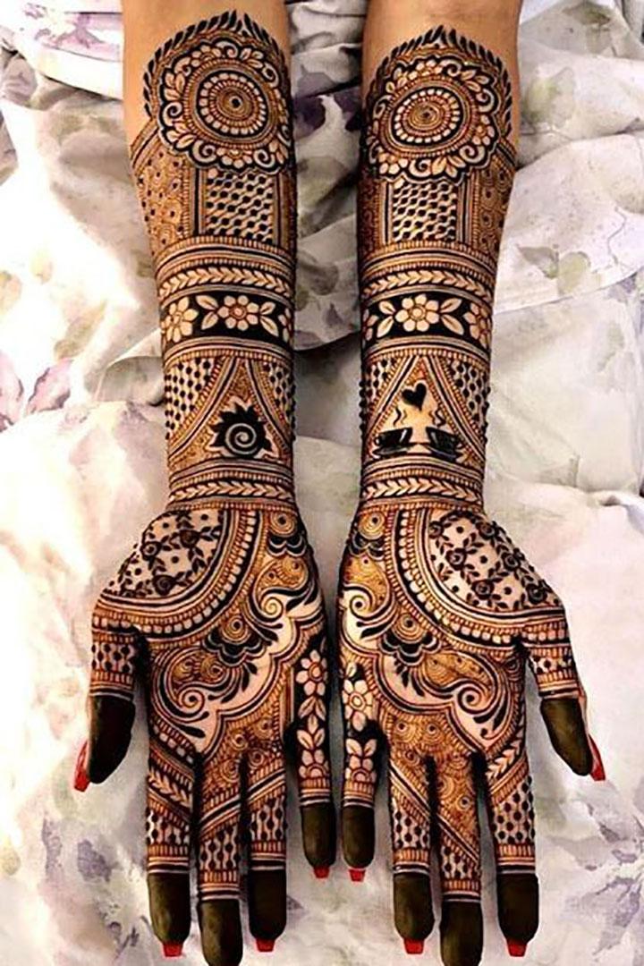 Lace-Inspired Mehendi Look