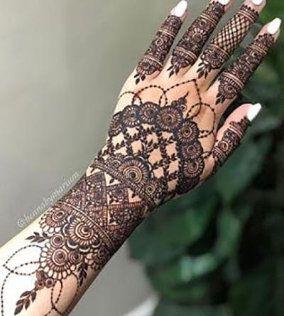 Let Your Mehendi Design Look Like a Beautiful Bracelet