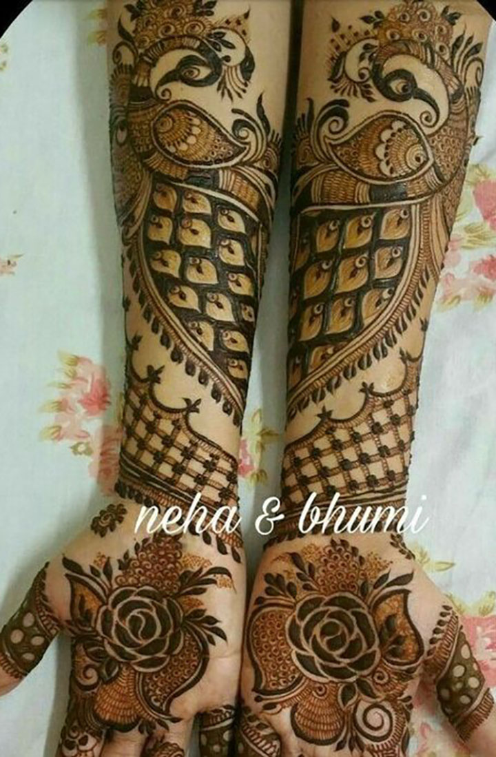 Mehendi Design with a Touch of Prosperity