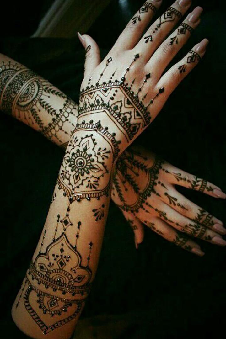 Minimal Mehendi Designs for All the Minimal Lovers