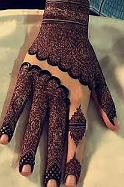 Ring-Inspired Mehendi Design