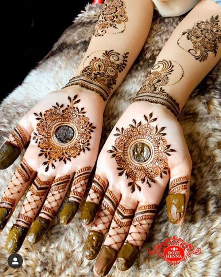 Simple Bridal Mehendi Design Perfect for Sangeet