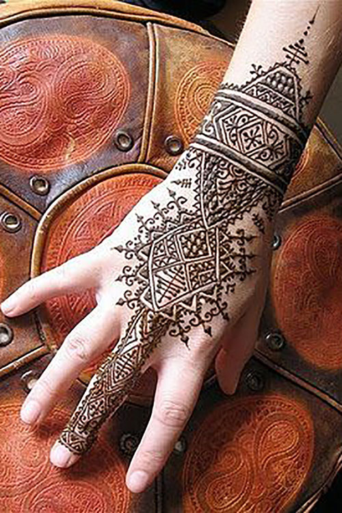 Simple Mehendi Design Inspired by the Western Culture
