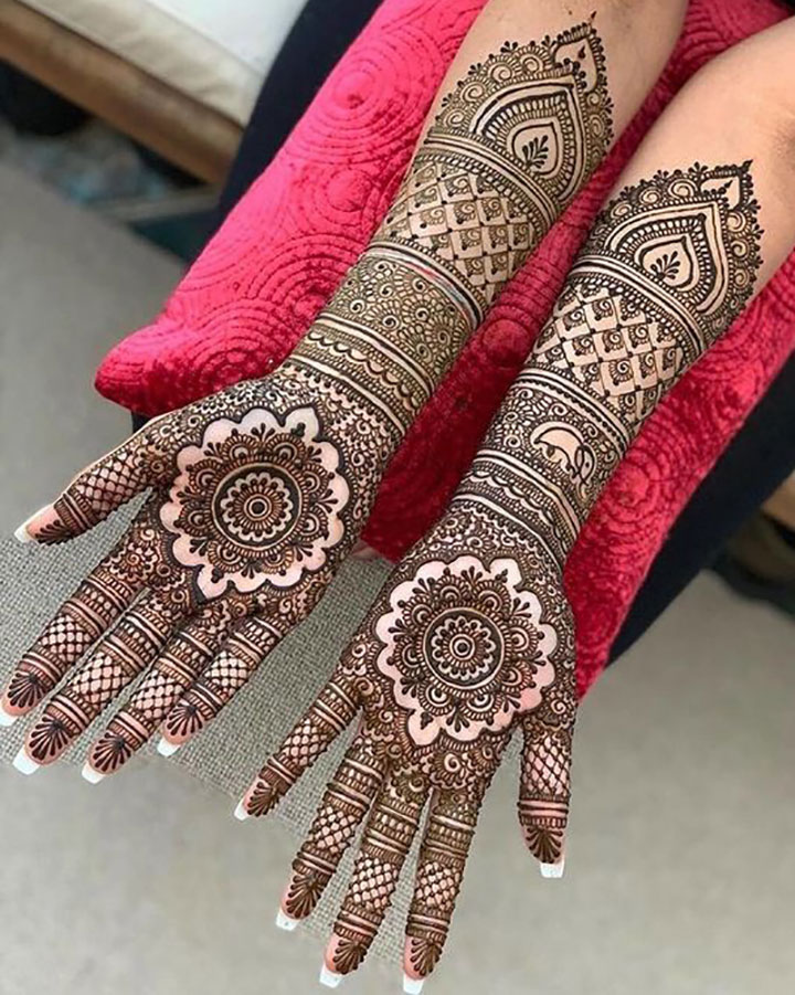 Simple Mehendi Design with Delicate Details