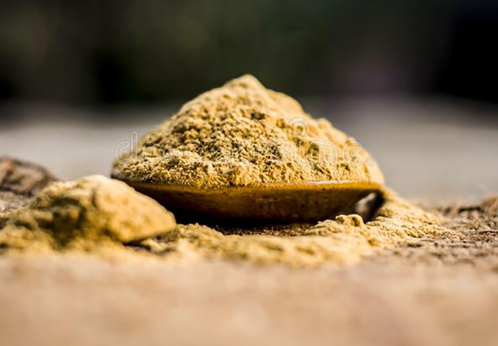 Various Benefits of Using Multani Mitti on Face and Hair