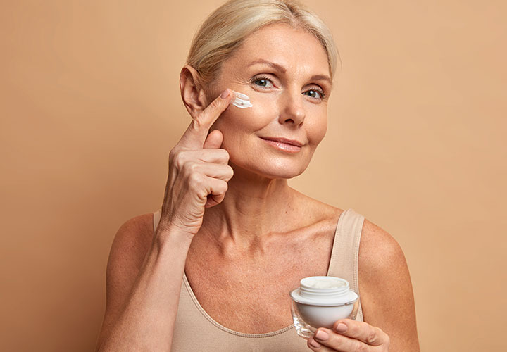 How Topical Products Help to Hydrate Dry and Damaged Skin