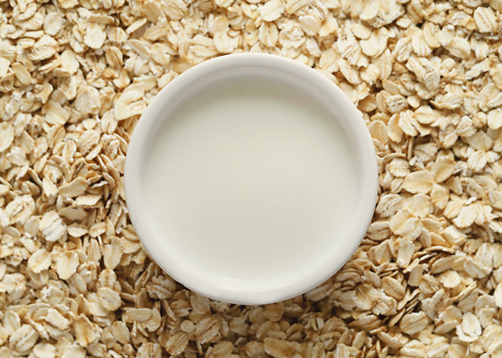 Oatmeal and Milk Rich Exfoliator Recipe for People with Dry and Sensitive Skin